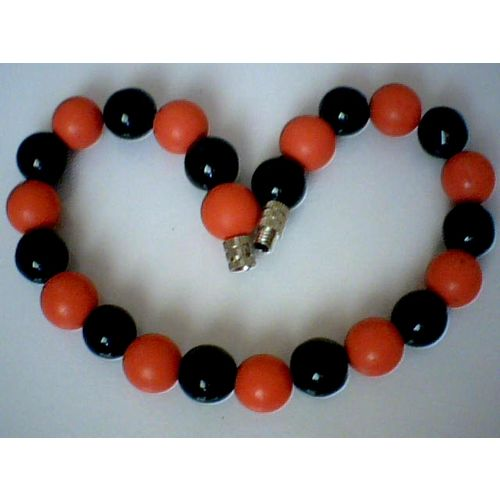 SPLENDID NATURAL 8MM BLACK AGATE & RED CORAL BRACELET