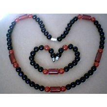 SPLENDID & GENUINE 8MM RED & BLACK AGATE SET