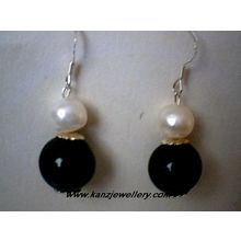 NATURAL FWP / BLACK AGATE & 925 STERLING SILVER EARRING