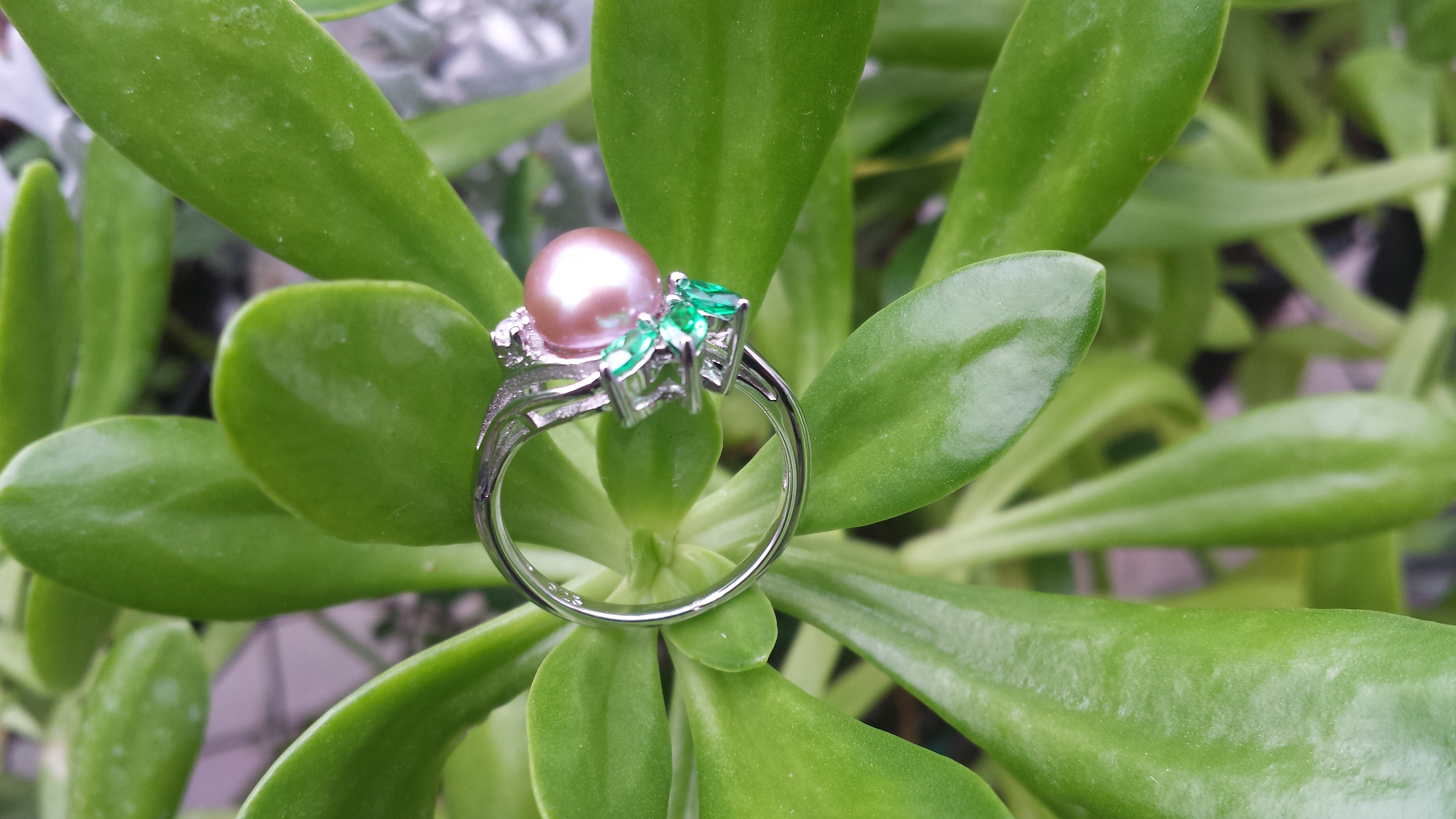 7-8 MM PINK NATURAL FRESHWATER PEARL RING EMBEDDED 3 GREEN CZ