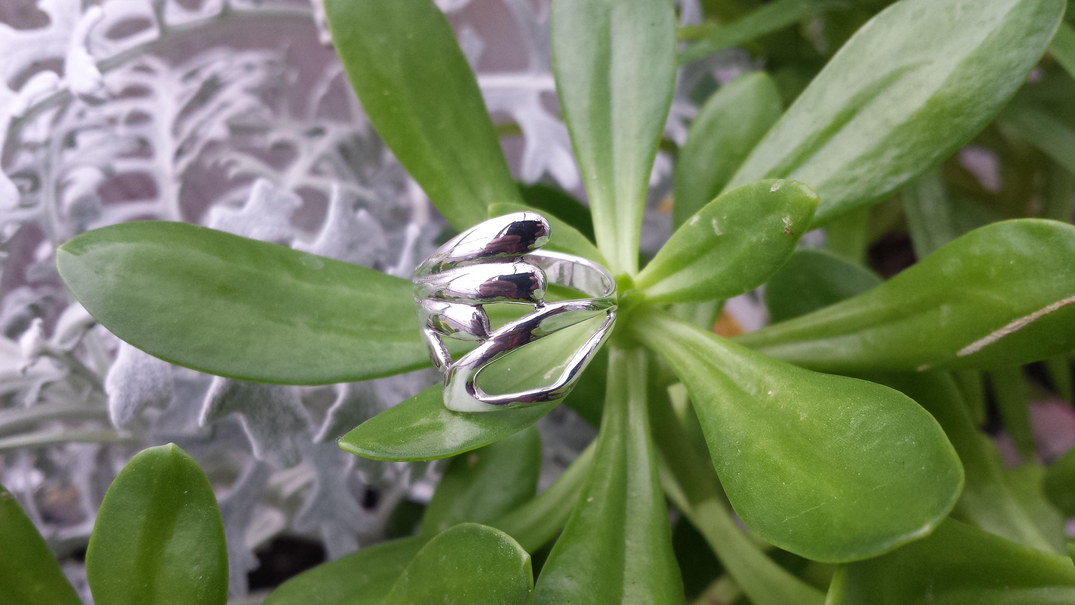 SUPERB  GENUINE 925 STERLING SILVER BAND RING. 3 G