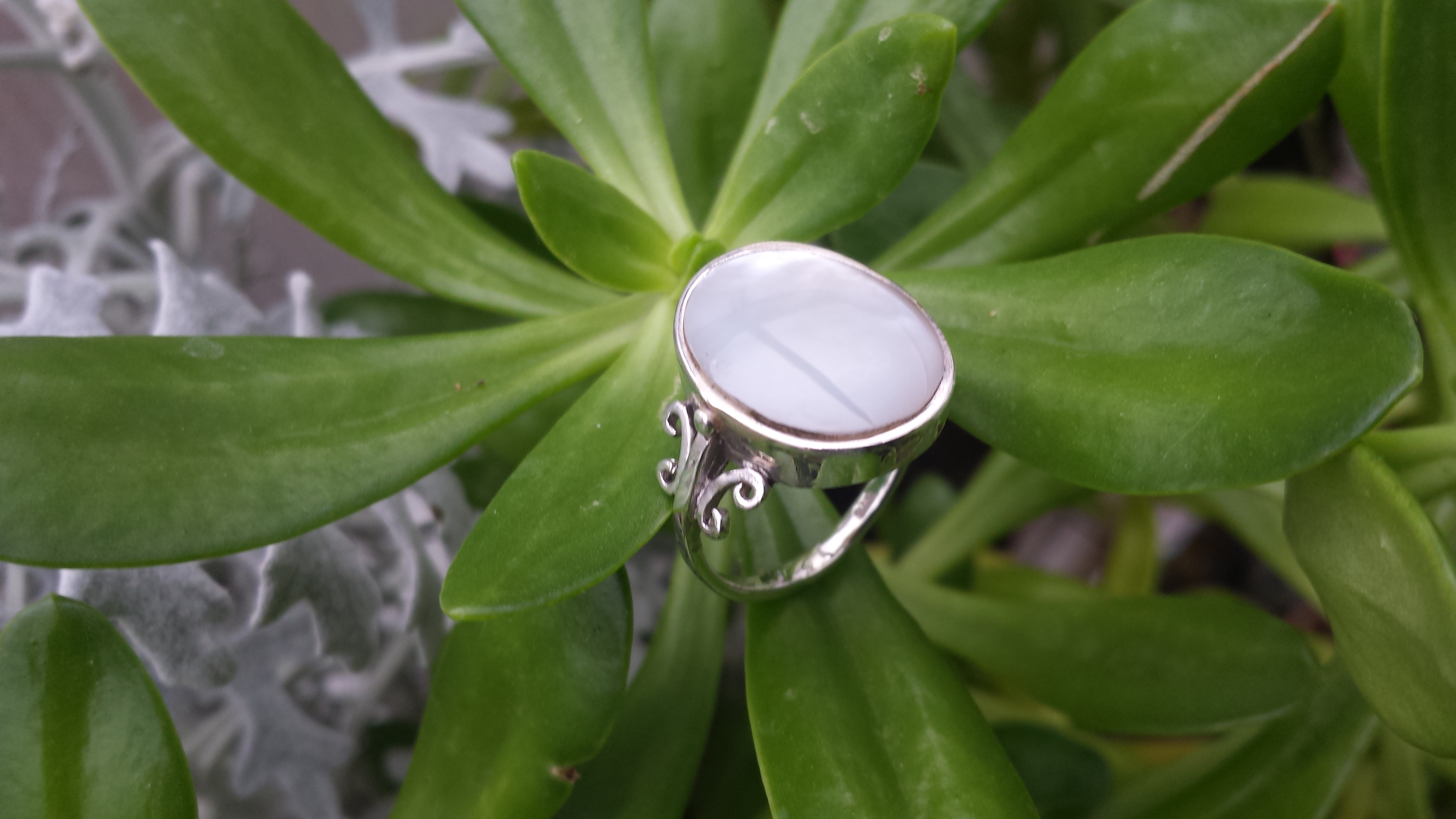 OVAL MOONSTONE RING WITH 925 STERLING SILVER 6 G