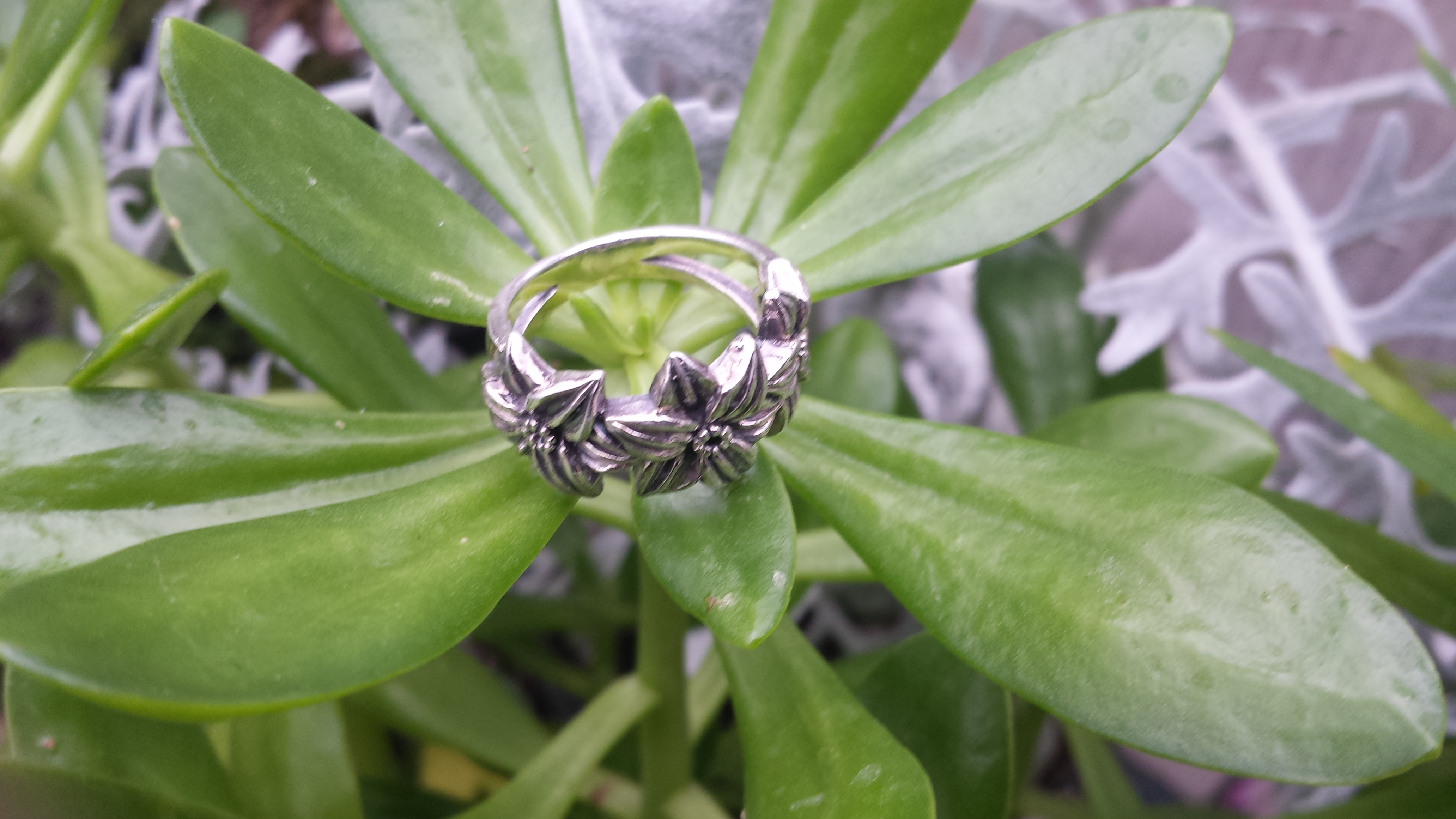 SUPERB FLOWERS RING FOR WOMEN WITH 925 STERLING SILVER. 6 G.