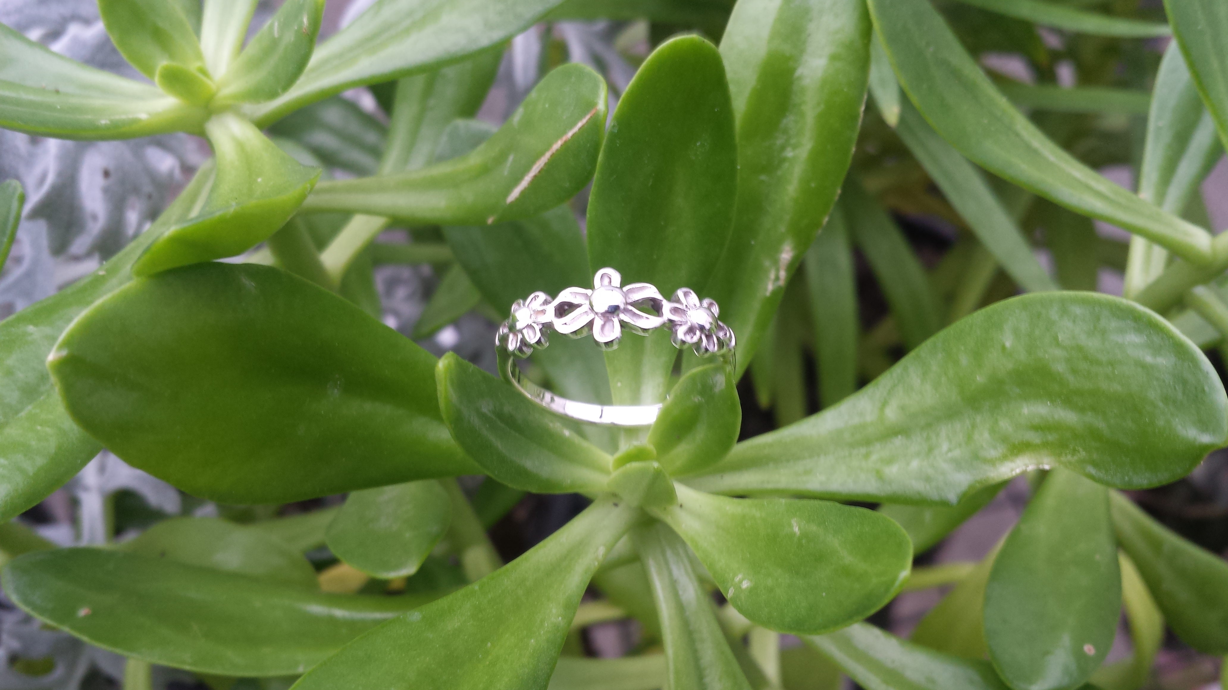 SOLID 925 STERLING SILVER  TRIPLE FLOWERS.